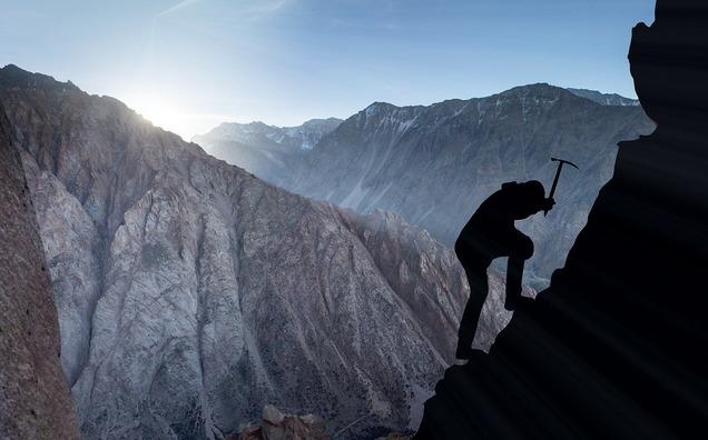 mountaineering-2040824_1280